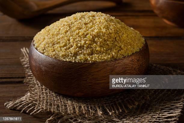 fine bulgur wheat - bulgur bildbanksfoton och bilder