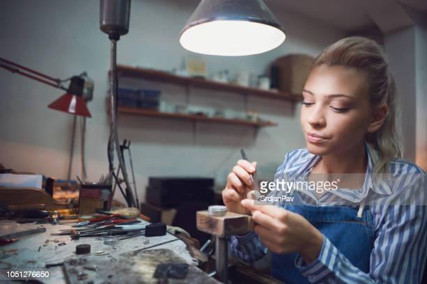 高級宝飾メーカー - 宝石職人 ストックフォトと画像