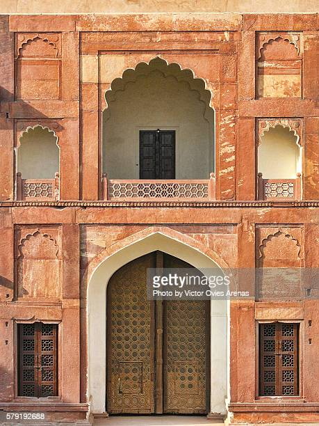 fine mughal arquitecture of agra's fort in uttar pradesh, india - victor ovies fotografías e imágenes de stock