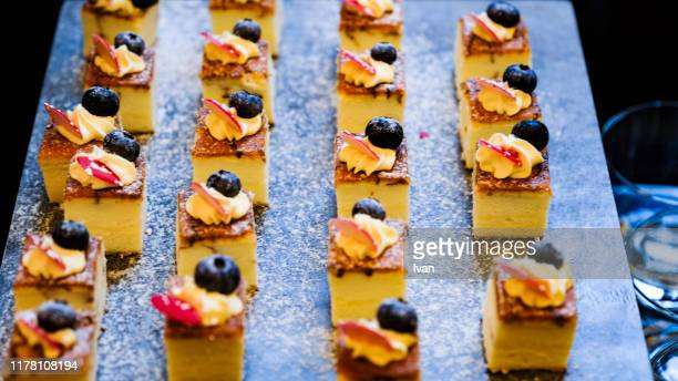 finger food, small square blueberry cheese cake in the party - 冷凍食品 ストックフォトと画像