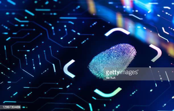 bouton d'authentification biométrique des empreintes digitales. concept de sécurité numérique - identity photos et images de collection
