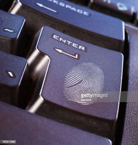 Fingerabdruck auf der Tastatur Taste
