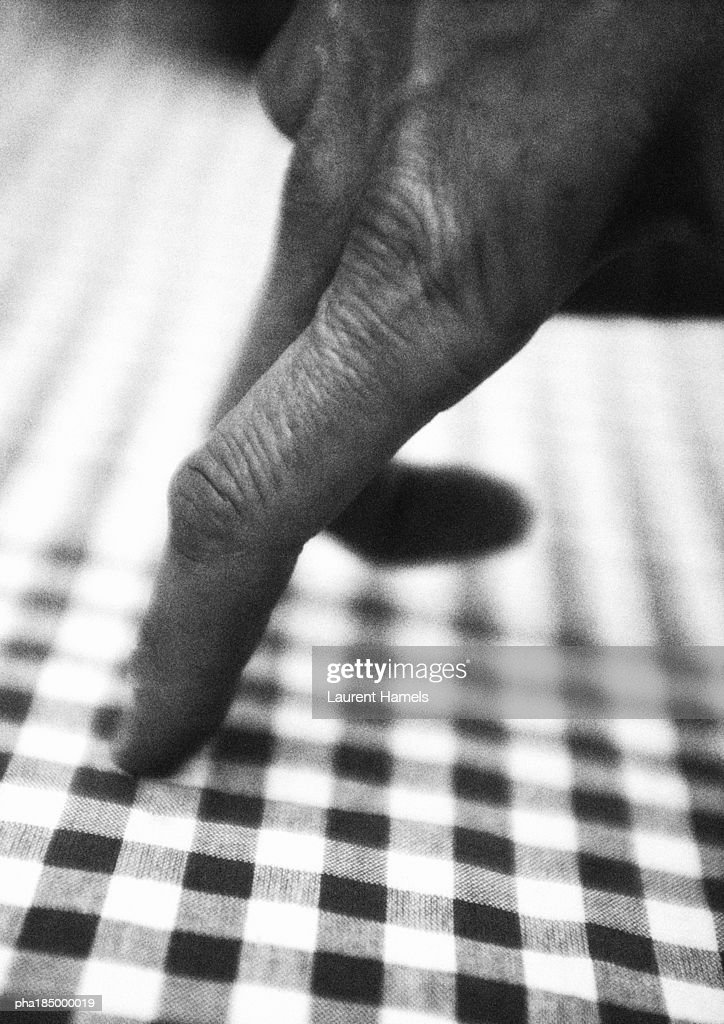 Fingers walking on table, close-up, b&w : Stockfoto