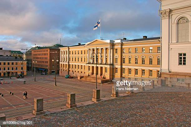 finland, helsinki, senate square - finsk flagga bildbanksfoton och bilder