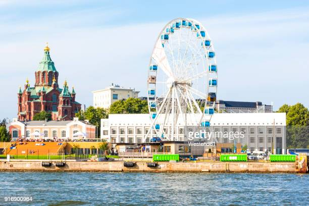finland, helsinki, uspenski cathedral, big wheel finnair skywheel - helsinki stockfoto's en -beelden