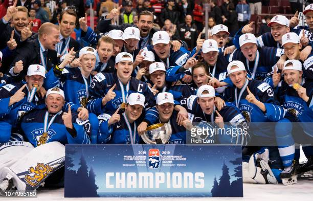 Finland poses for the team photo after defeating the United States in the Gold Medal game of the 2019 IIHF World Junior Championship on January 2019...