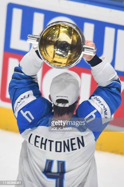 Finland's defender Mikko Lehtonen celebrate with the trophy after the IIHF Men's Ice Hockey World Championships final between Canada and Finland on...