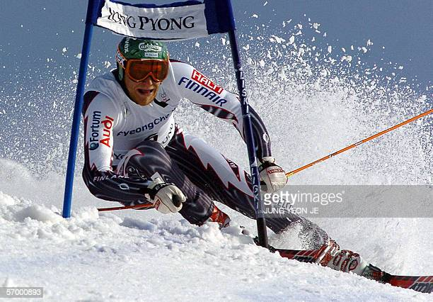 Finland's Kalle Palander skis down the course during the men's alpine skiing World Cup giant slalom in Yongpyong some 250 kilometers east of Seoul 05...