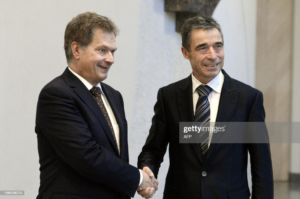 Finland's President Sauli Niinistö (L) shakes hands with NATO's Secretary General Anders Fogh Rasmussen at the Presidential residence Mäntyniemi in Helsinki on November 15, 2012. AFP PHOTO / LEHTIKUVA / Kimmo Mäntylä