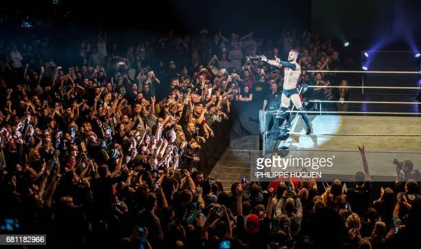 Finn celebrates victory during the WWE show at Zenith Arena on may 09 2017 in Lille France / AFP PHOTO / PHILIPPE HUGUEN