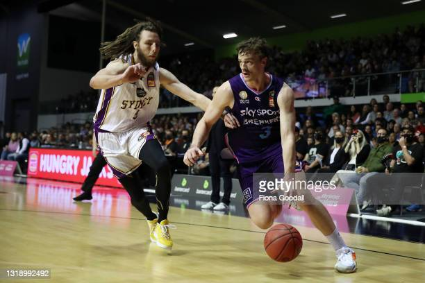 Finn Delaney of the NZ Breakers heads to the basket with Craig Moller of the Sydney Kings in defence during the round 19 NBL match between the New...