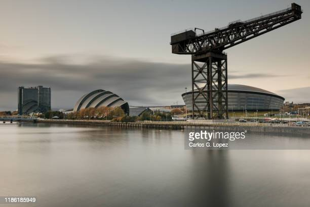 finnieston giant cantilever crane, sec armadillo auditorium and sse hydro arena near the river clyde in glasgow, scotland, united kingdom - clyde auditorium stock pictures, royalty-free photos & images