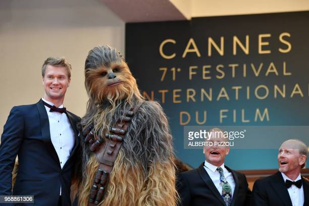 Finnish actor Joonas Suotamo who plays Chewbacca poses with Chewbacca US actor Woody Harrelson and US director Ron Howard as they arrive on May 15...