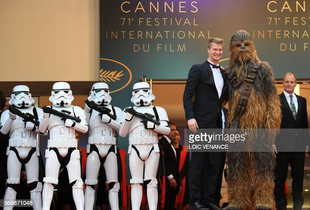 Finnish actor Joonas Suotamo who plays Chewbacca poses with Chewbacca as they arrive on May 15 2018 with US actor Woody Harrelson for the screening...