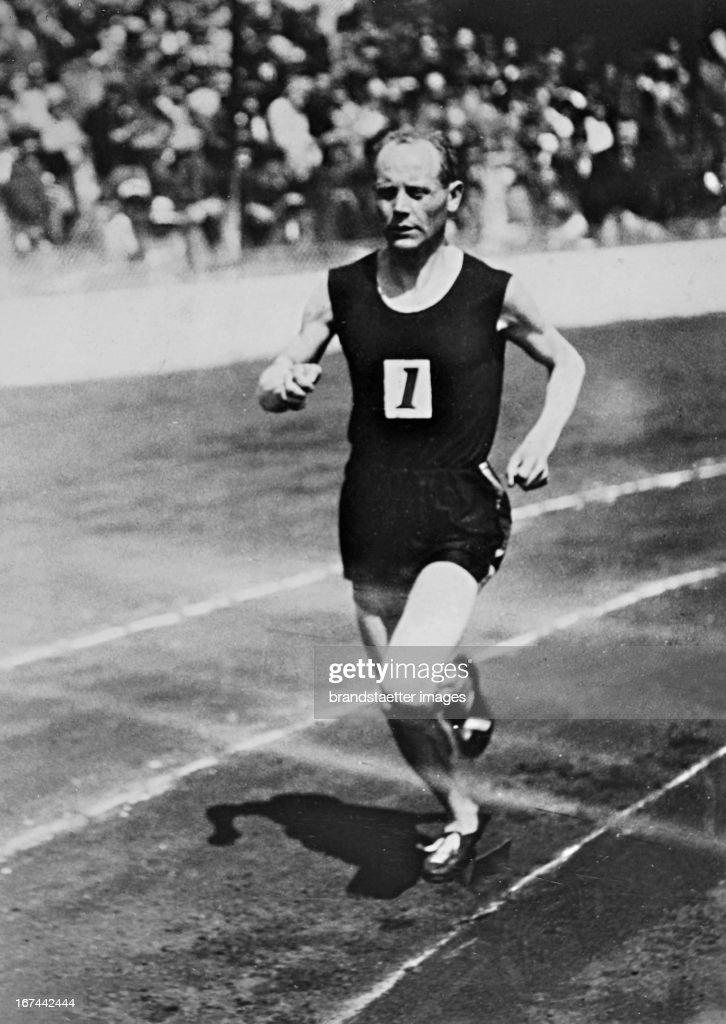 Finnish athlete and from 1920 to 1928 winner of nine gold medals at the Olympics: Paavo Nurmi (1897-1973). About 1928. Photograph. (Photo by Imagno/Getty Images) Der finnische Leichtathlet und zwischen 1920 und 1928 Gewinner von neun Goldmedaillen bei Olympischen Spielen: Paavo Nurmi (18971973). Um 1928. Photographie.