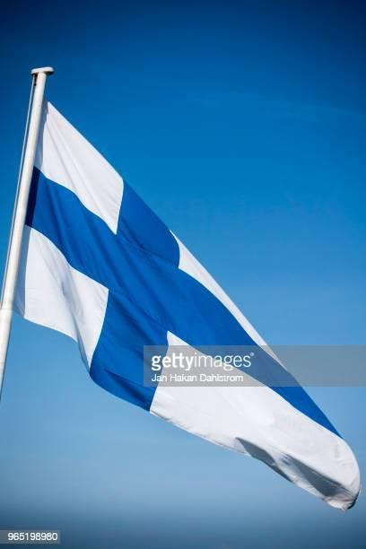 finnish flag - finsk flagga bildbanksfoton och bilder