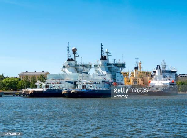 ヘルシンキ港にフィンランドの砕氷船