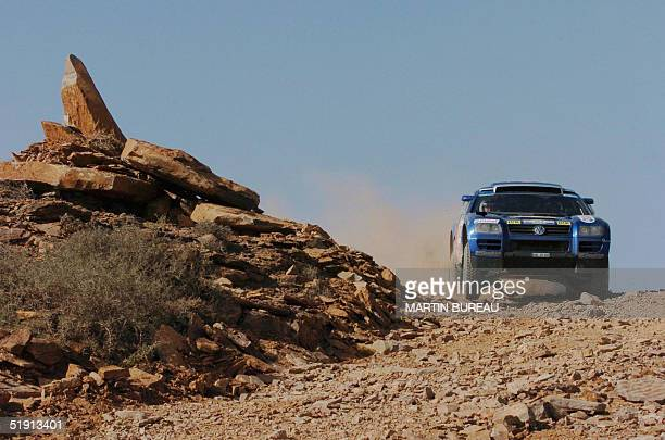 Finnish Juha Kankkunen drives his Volkswagen Touareg 04 January 2005 during the fifth stage of the 27th Dakar Rally between Agadir and Smara AFP...