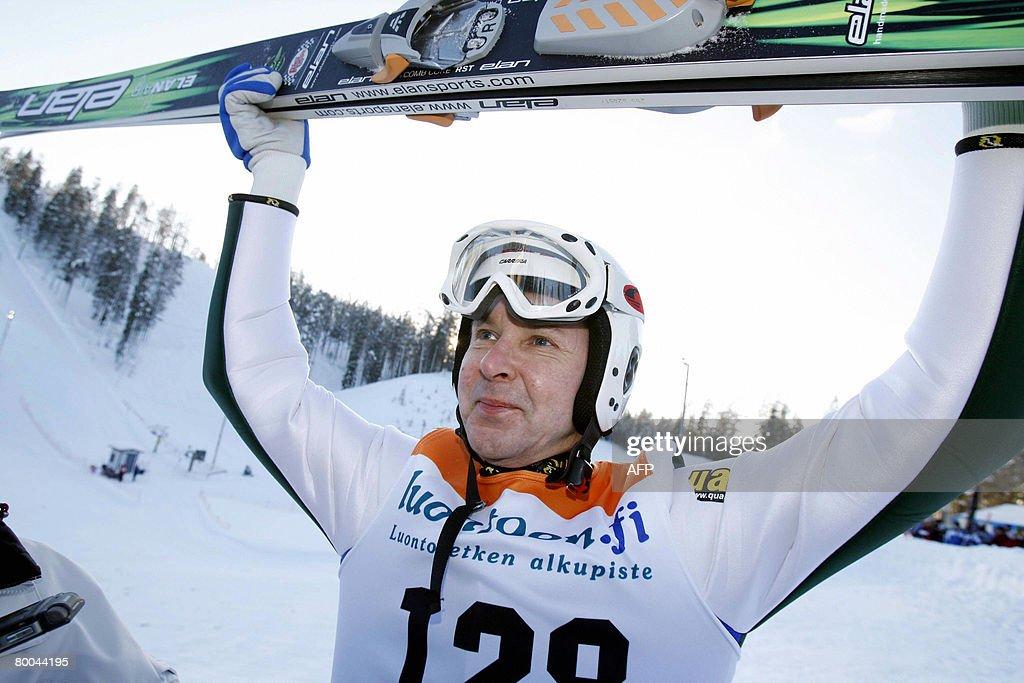 Finnish Matti Nykanen celebrates after w : Nachrichtenfoto