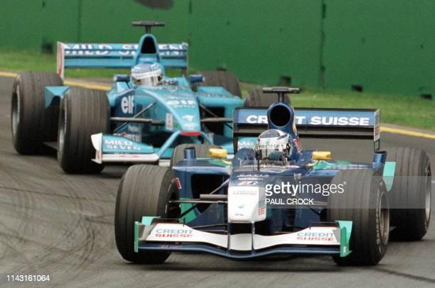 Finnish rookie Kimi Raikkonen powers his Sauber Petronas ahead of Jensen Button of Great Britain in a BenettonRenault during the Australian Formula...