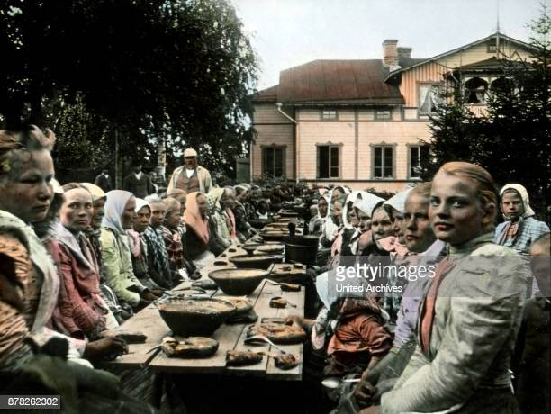 Finnish women sitting together and havin a Talkoot Finland 1920s