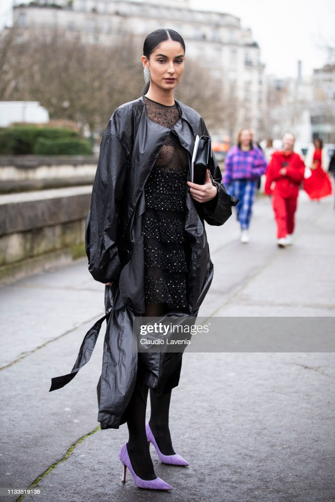 Street Style - Paris Fashion Week Womenswear Fall/Winter 2019/2020 : Day Seven : News Photo