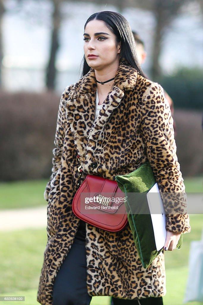Christian Dior : Outside Arrivals - Paris Fashion Week - Haute Couture Spring Summer 2017 : News Photo