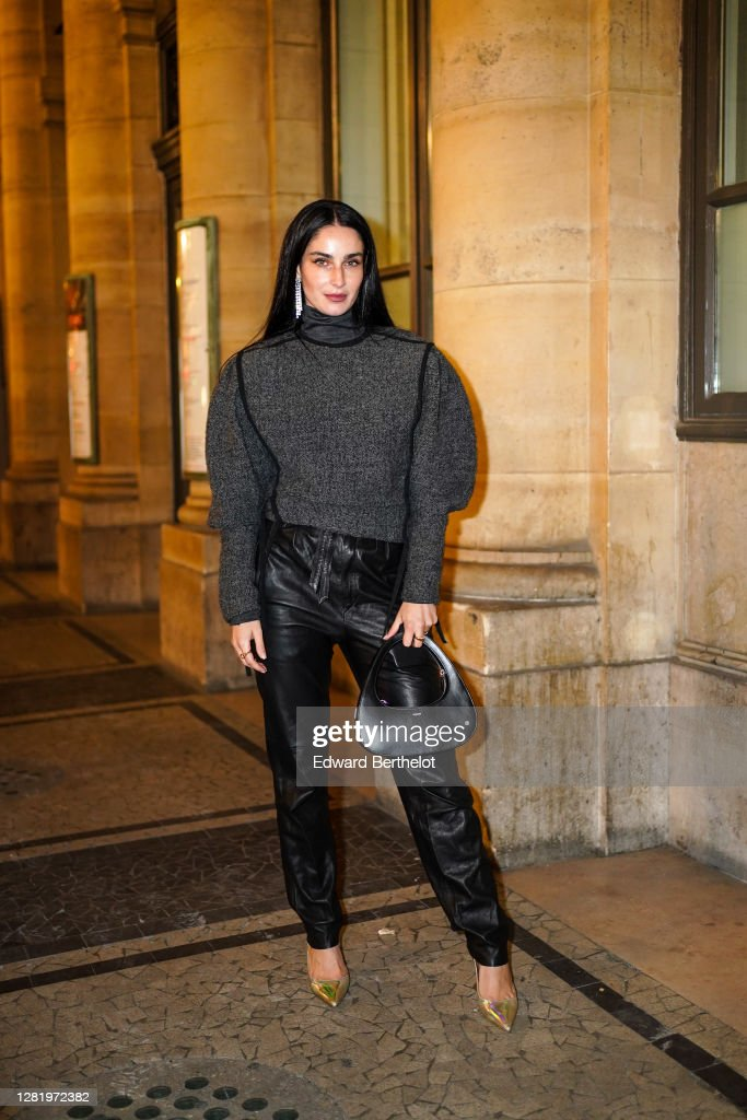 Street Style At Paris Fashion Week - Womenswear Spring Summer 2021 : Day Four : Photo d'actualité