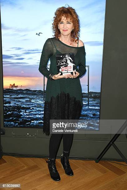 Fiorella Mannoia poses with the award during the Ciak For Women 2016 on October 16 2016 in Rome Italy
