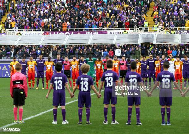Fiorentina and Benevento Calcio players observe a minute's silence in memory of Davide Astori during the serie A match between ACF Fiorentina and...