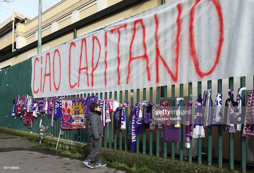 ACF Fiorentina Fans Fans Pay Their Respects to Davide Astori : News Photo