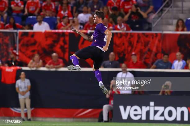 Fiorentina forward Duan Vlahovic celebrates after he scores during the first half of the International Champions Cup match between S.L. Benfica and...