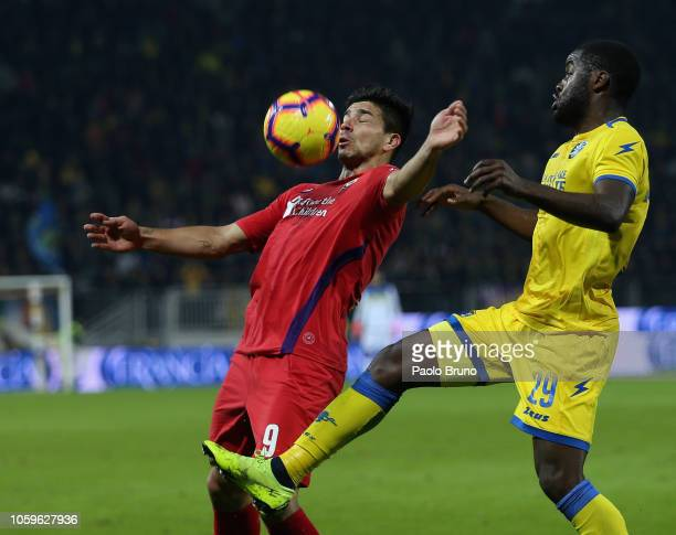 Fiorentina player Giovanni Simeone competes for the ball with Joel Nathaniel Campbell of Frosinone Calcio during the Serie A match between Frosinone...