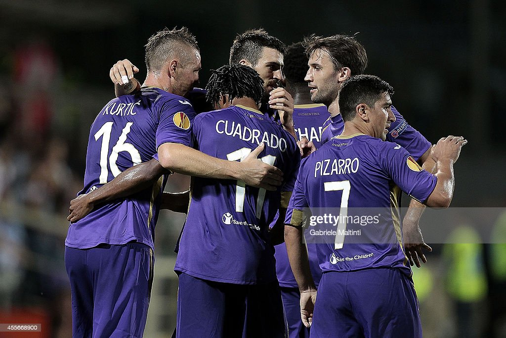 Fiorentina players celebrate a goal scored by Guillermo Cuadrado during the UEFA Europa League group K match between ACF Fiorentina and EA Guingamp at Stadio Artemio Franchi on September 18, 2014 in Florence, Italy.