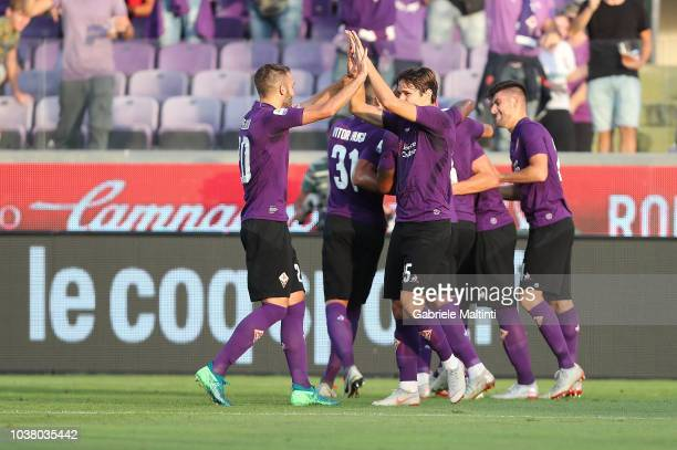 Fiorentina players celebrate a goal scored by Marko Pjaca during the Serie A match between ACF Fiorentina and SPAL at Stadio Artemio Franchi on...
