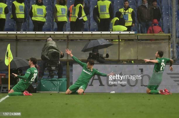 Fiorentina players celebrate after score 05 Federico Chiesa during the Serie A match between UC Sampdoria and ACF Fiorentina at Stadio Luigi Ferraris...