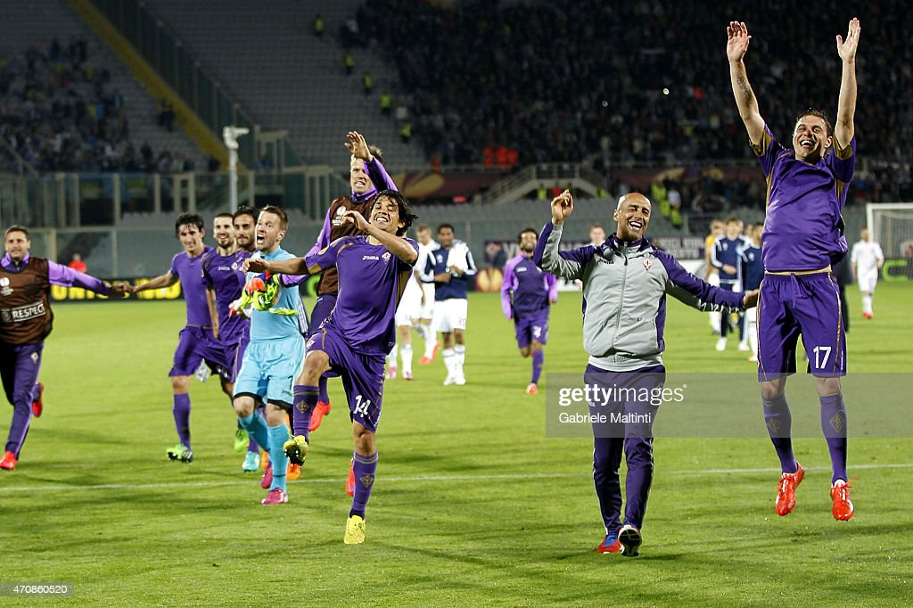 Fiorentina players celebrate the victory after the UEFA Europa League Quarter Final match between ACF Fiorentina and FC Dynamo Kyiv on April 23, 2015 in Florence, Italy.
