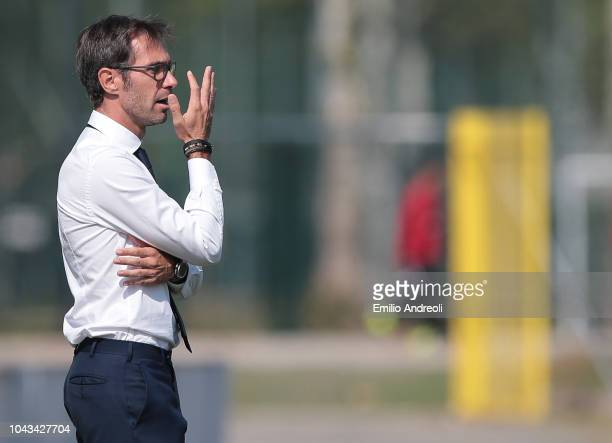 Fiorentina Women's FC head coach Antonio Cincotta issues instructions to his players during the Serie A match between AC Milan Women and Fiorentina...