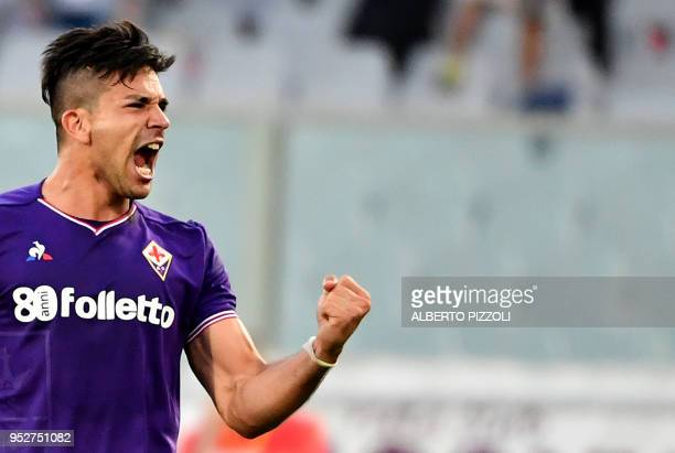 Fiorentina's Argentinian forward Giovanni Simeone celebrates after scoring during the Italian Serie A football match Fiorentina vs Napoli on April 29...