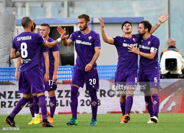 Fiorentina's Argentinian forward Giovanni Simeone celebrates with teammates after scoring during the Italian Serie A football match Fiorentina vs...