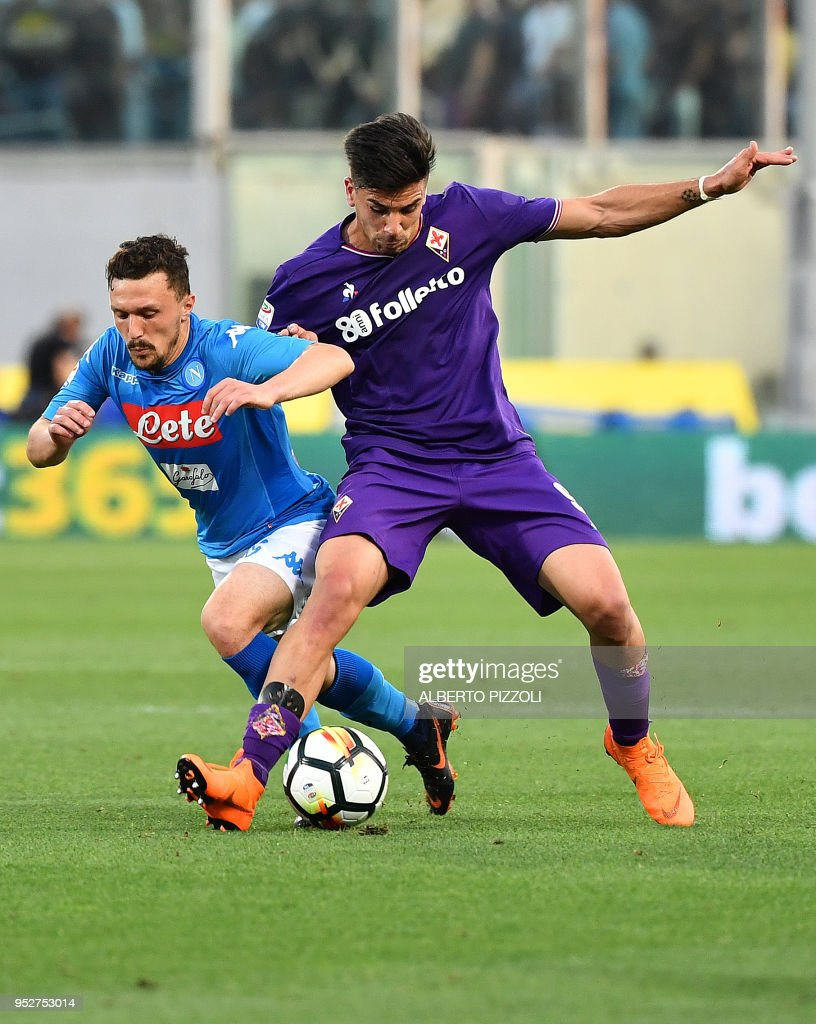 Fiorentina's Argentinian forward Giovanni Simeone (R) pushes Napoli's Portuguese defender Mario Rui during the Italian Serie A football match Fiorentina vs Napoli on April 29, 2018 at Artemio-Franchi stadium in Florence.