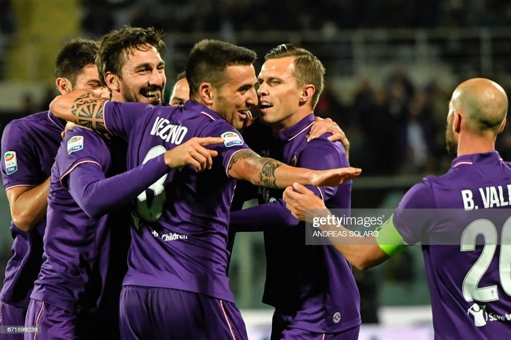 Fiorentina's defender from Italy Davide Astori (2ndL) celebrates with teammates after scoring during the Italian Serie A football match Fiorentina vs Inter Milan, on April 22, 2017 at Florence's 'Artemio Franchi' communal stadium. /