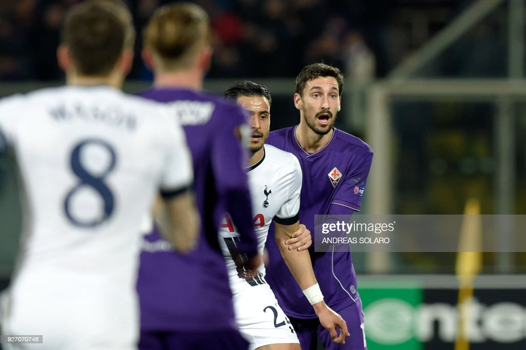 Fiorentina's defender from Italy Davide Astori (R) waits for the ball during the UEFA Europa League football match Fiorentina vs Tottenham on February 18, 2016 at Florence's 'Artemio Franchi' comunal stadium. / AFP PHOTO / Andreas SOLARO