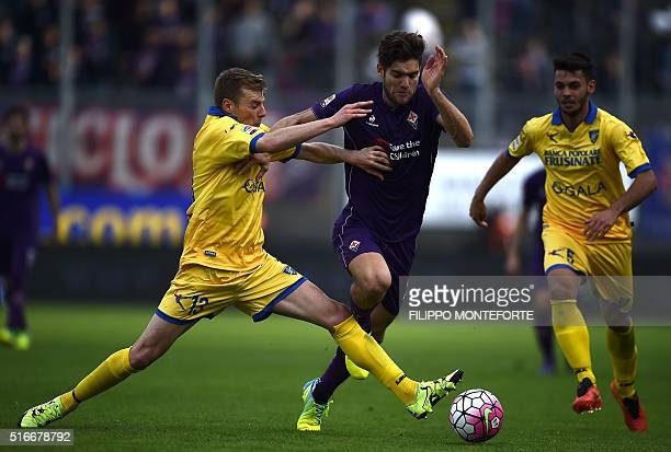 Fiorentina's defender from Spain Marcos Alonso Mendoza vies with Frosinone's defender from Italy Matteo Ciofani during the Italian Serie A football...