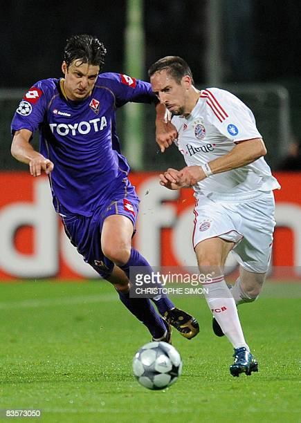Fiorentina's Fiorentina's Serbian midfielder Zdravko Kuzmanovic fights for the ball with Bayern Munich's French midfielder Franck Ribery during their...