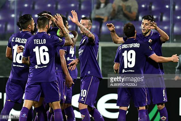 Fiorentina's forward from Croatia Nikola Kalinic celebrates with teammates after scoring during the Europa League football match between Fiorentina...