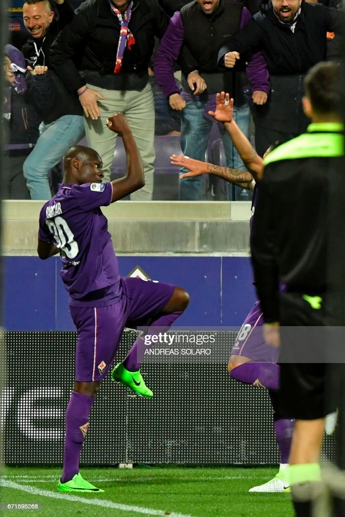 Fiorentina's forward from Senegal Khouma Babacar celebrates after scoring during the Italian Serie A football match Fiorentina vs Inter Milan, on April 22, 2017 at Florence's 'Artemio Franchi' communal stadium. /