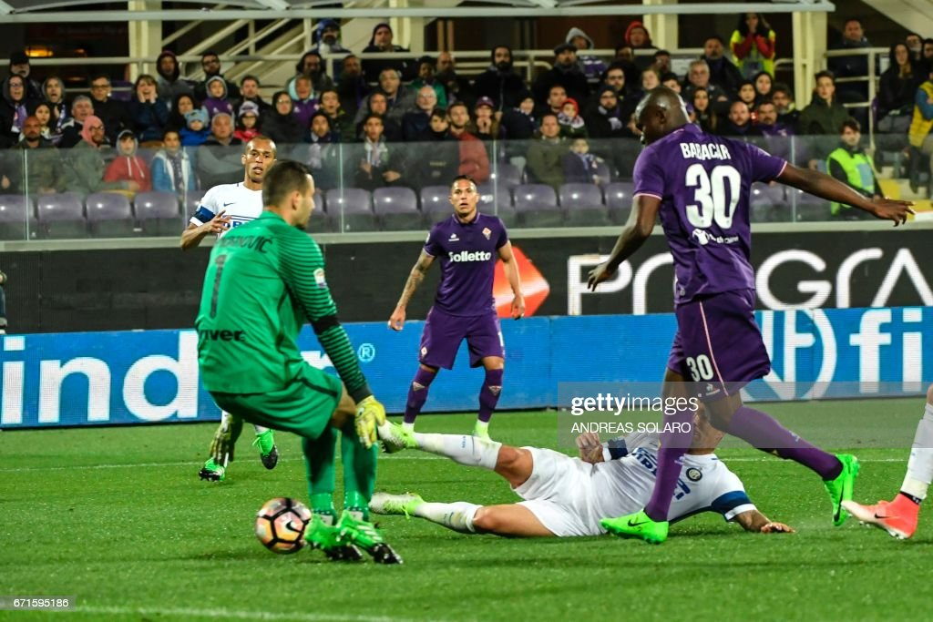 Fiorentina's forward from Senegal Khouma Babacar (R) scores during the Italian Serie A football match Fiorentina vs Inter Milan, on April 22, 2017 at Florence's 'Artemio Franchi' communal stadium. /
