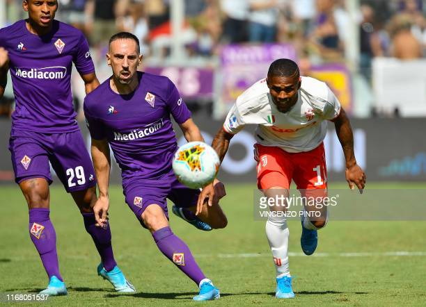 Fiorentina's French forward Franck Ribery and Juventus' Brazilian forward Douglas Costa go for the ball during the Italian Serie A football match...