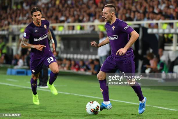 Fiorentina's French forward Franck Ribery controls the ball during the Italian Serie A football match Fiorentina vs Napoli on August 24 2019 at the...